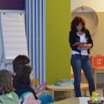 Kindergartenleiterin Silvia Dills begrüßt die anwesenden Eltern und Mitarbeiter